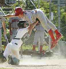 catchers tagging runner