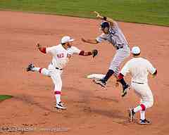 pick off play runner avoiding tag